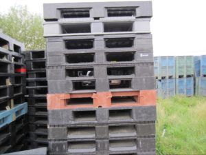black pallets